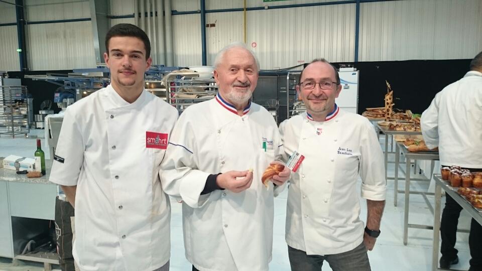Yves Thuries entouré de Aymeric, vainqueur du concours, et Jean-Luc Beauhaire